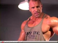 Dom Aussie Muscle Worship