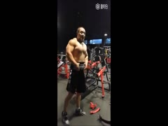 beefymuscle.com - Shirtless Asian bodybuilder in the gym