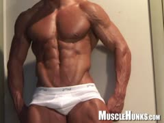 Muscle Hunks - Tony DaVinci - The Exhibitionist Part 1