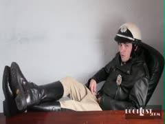 Stoner beats stupid cop
