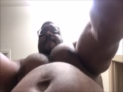 Huge muscle bear dancing 4U